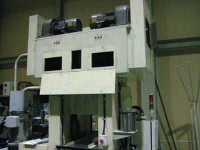 加圧装置を油圧圧下方式に改造