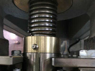 加圧部ゴイシの交換作業